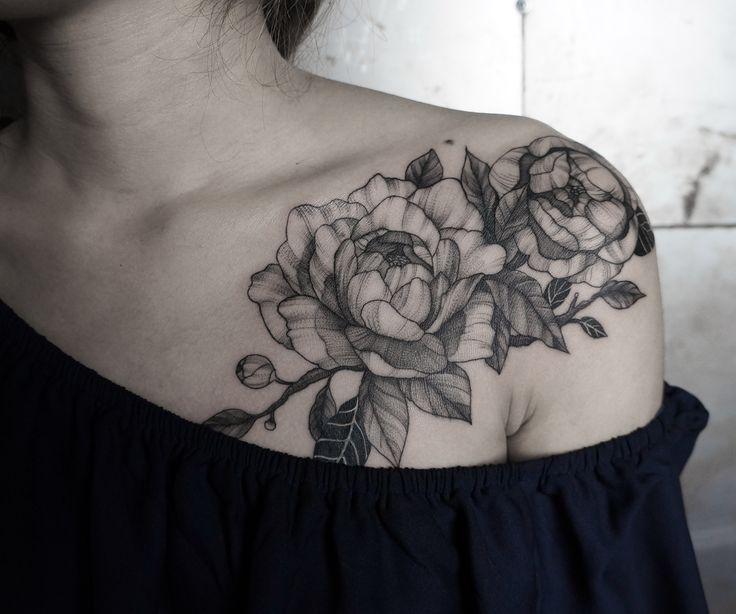 #recycletattoo #saigon #vietnam #tattooconvention #blackwork #flower #tattooideas #design4u #sexylady #yolo #fresh