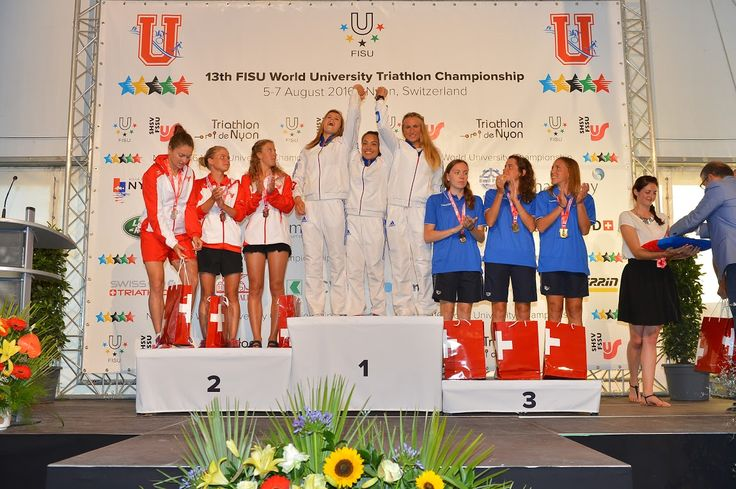 Together with the Swiss Ladies Team #HSG student Désirée Gmür won the silver medal at the World University #Triathlon Championship in #Nyon. // #HSG Studentin Désirée Gmür holt mit dem Schweizer Frauenteam die Silbermedaille im #Triathlon an der Studierenden-Weltermeisterschaft in #Nyon.
