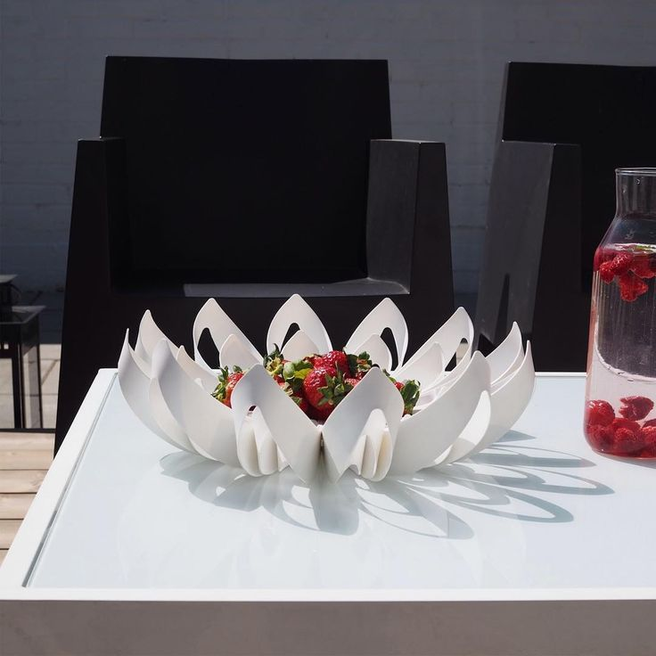 Strawberries and Petals fruit bowl / be&liv