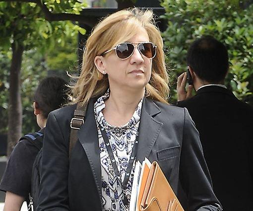 """MAÑANA EL JUEZ CASTRO PEDIRÁ FORMALMENTE QUE SE INVESTIGUE POR DELITO FISCAL A LA INFANTA CRISTINA""   http://www.europapress.es/chance/realeza/noticia-manana-juez-castro-pedira-formalmente-investigue-delito-fiscal-infanta-cristina-20130523141242.html"