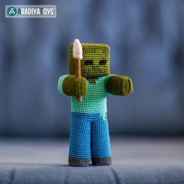 """Bitte beachte, dass es sich um eine Häkelanleitung in Form einer PDF-Datei handelt und nicht um die fertige Figur. Die Datei wird sofort nach ihrem Kauf als Download zur Verfügung gestellt. Die Datei enthält eine detaillierte Anleitung mit vielen Schritt-für-Schritt Fotografien und einer ausführlichen Materialliste um Zombie mit einer Schaufel anfertigen zu können. Zombie mit einer Schaufel ist ein Charakter aus dem beliebten Spiel """"Minecraft"""", dass von Markus Persson entwickelt und über…"""