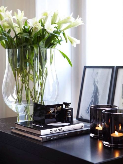 Decor details: B&W, fresh flowers, candles, sitting frames, coffee table books.
