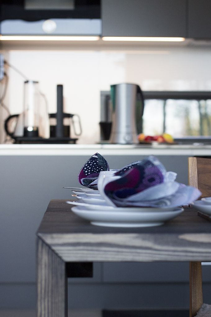 Stylish and modern Scandinavian style kitchen. / Tyylikäs ja moderni keittiö. www.valaistusblogi.fi