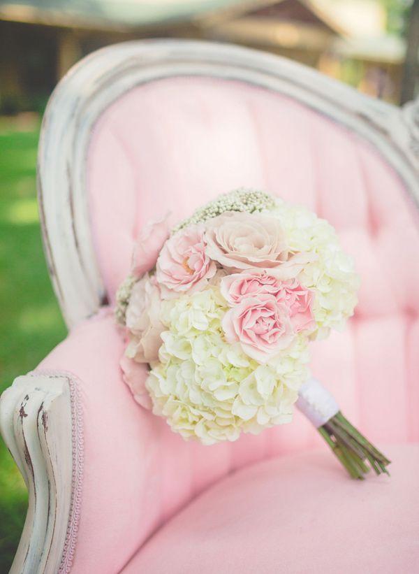 romantic bouquet // photo by The Bird & The Bear // http://ruffledblog.com/handcrafted-oak-tree-manor-wedding