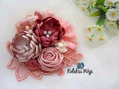 http://koleksiwiji.com/product/marigold-brooch Marigold Brooch Size : 10 cm Colours : perpaduan gradasi warna pastel pink Materials : satin ribbon grade A, lace, and rhinestone  aksesoris handmade, aksesoris hijab, bros cantik, bros hijab, bros hijab terbaru, bros korsase bunga, bros pita, bros renda, koleksiwiji, unique brooch -  - #AksesorisHandmade, #AksesorisHijab, #BrosCantik, #BrosHijab, #BrosHijabTerbaru, #BrosKorsaseBunga, #BrosPita, #BrosRenda, #Koleksiwiji,