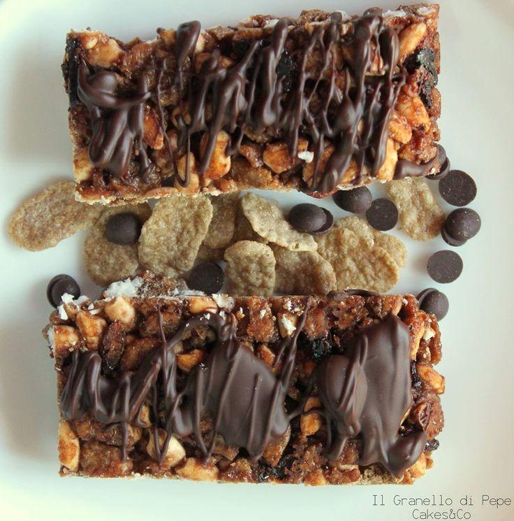 Barrette integrali ai cereali, cioccolato fondente e bacche di goji