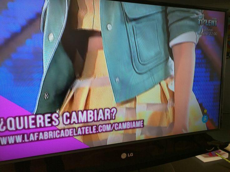 Hoy en #Cambiame hemos visto el dos piezas de Poète que tenemos a la venta en #Boutiqueletoile. Una chica altísima, Judit que le sienta muy bien. El cambio lo ha hecho #Pelayo. También lo vimos en el desfile, lo llevó Patri Latorre Ocaña, guapísima!!