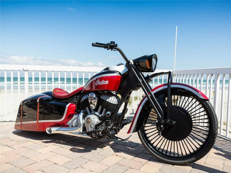 A Azzkikr Custom Baggers aplica a sua arte numa Springfielde cria a mais recente Bagger da Indian Motorcycles.