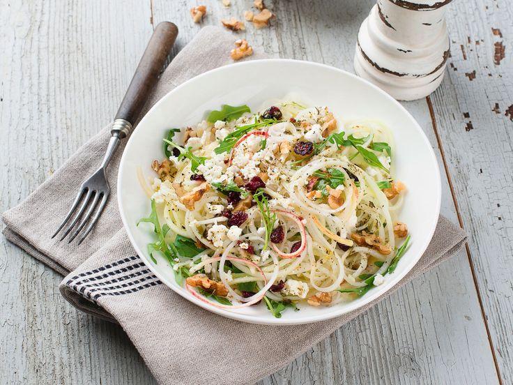 Salade chou-rave, pomme chèvre et noix, facile et pas cher