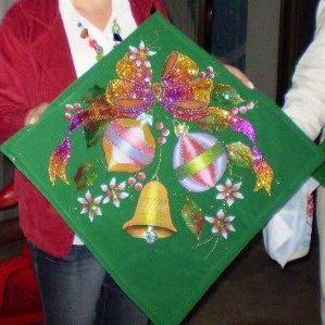 Dibujo pirograbado y pintado en pana, el cual puede usar e en un cojín o enmarcado en un cuadro al cual se le agrega guata prensada para que le de un poco de volumen.