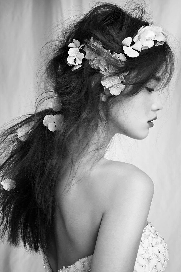 """ Han Eu Ddeum for Elle Bride Korea Magazine. """