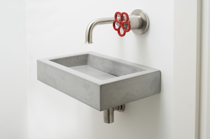 Fonteintje in beton Concrete toilet sink