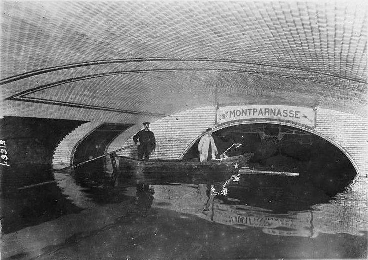 station de métro Montparnasse- paris 1910 inondation....reépinglé par Maurie Daboux ❥•*`*•❥