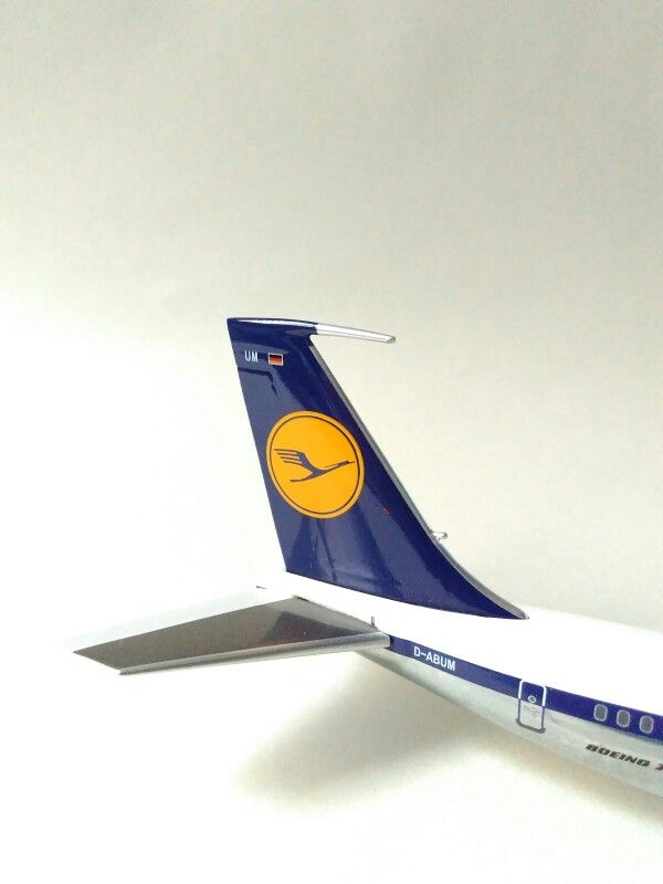 Old livery of Lufthansa , boeing 707