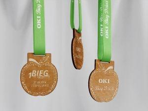 Medale na bieg wegetariański dla dzieci i dorosłych w kształcie jabłka.
