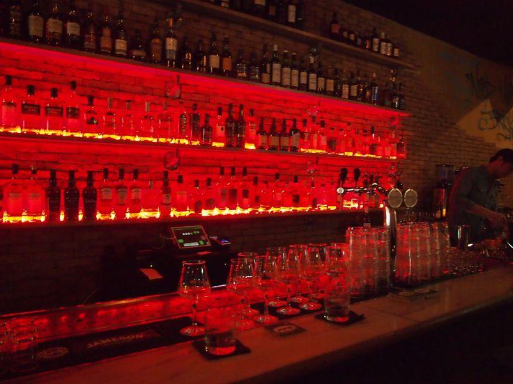 Top 8 mooie bars in Amsterdam om aan te hangen