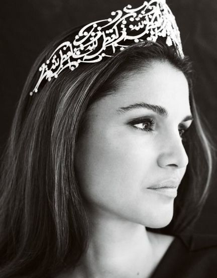 Ok I swear I mean this in a good way but seriously, wouldn't Queen Rania of Jordan be the perfect Levana? So beautiful!