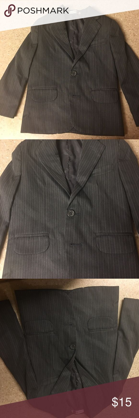 Toddler boys size 4 sports coat Just in time for Easter. Grandson wore once to an event and I had it dry cleaned. Grey pinstripe suit 2 button fully lined.  Size 4 in toddler sizes. Very nice! Jackets & Coats