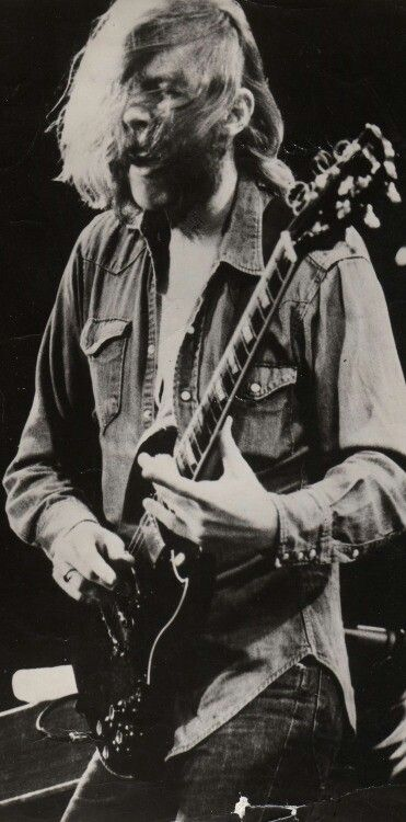 Duane Allman killing it on the slide guitar