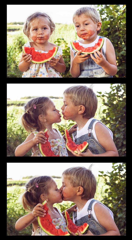 picture two kids - summer - photoshoot family - watermeloen - Broer en zus Staf en Lise  - littlemissdaydreamfotografie