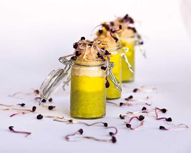 Bicchierini con miglio, crema di asparagi e mousse di salmone. Tre ingredienti principali, tre sapori delicati ma diversi, tre colori da portare in tavola!
