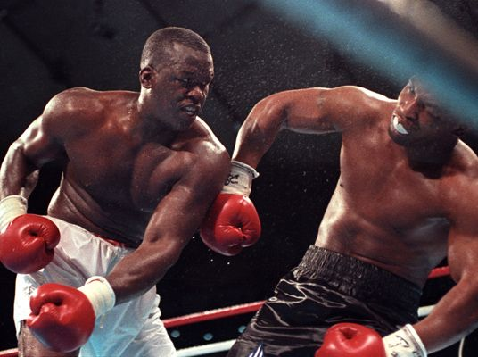 Buster Douglas ko's Mike Tyson