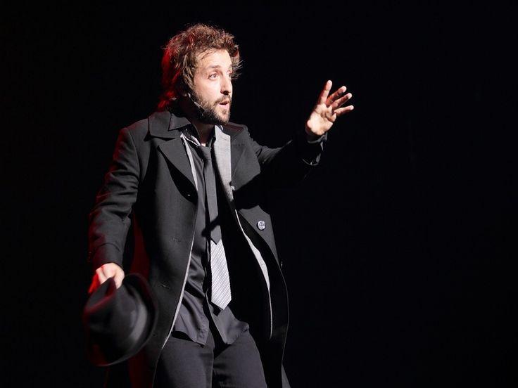 Gregório Duvivier apresenta monólogo cômico em curta temporada, no Teatro Porto Seguro.
