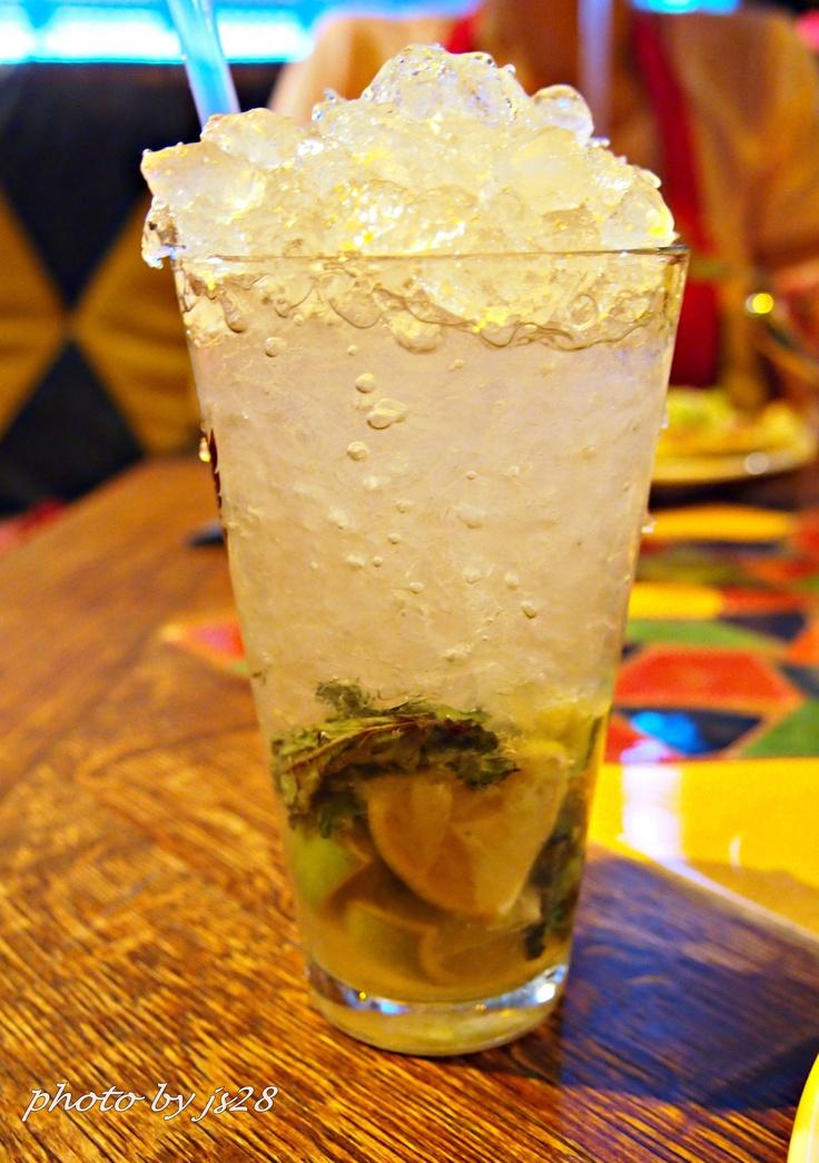 Wczoraj miałam wielką ochotę na tequillę :) Obeszłam się smakiem, ale dzisiaj piłam pyszne mojito w Blue Cactus w Warszawie