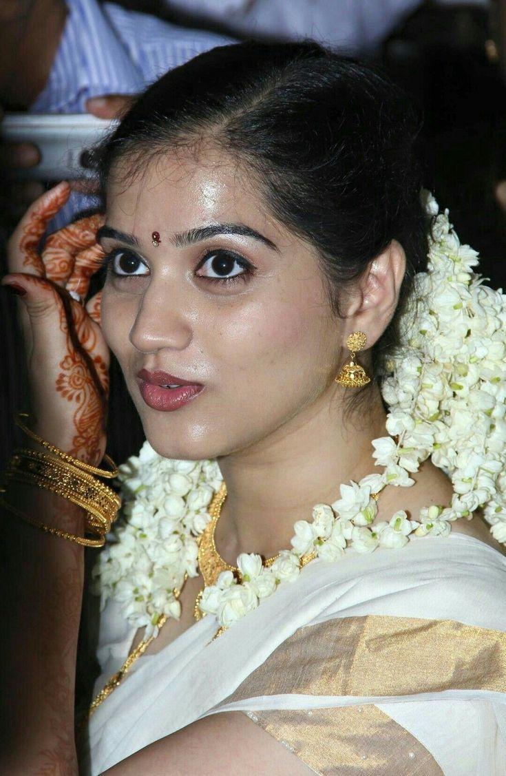 Kerala Girls  Kerala Saree  Indian Beauty Saree, Indian