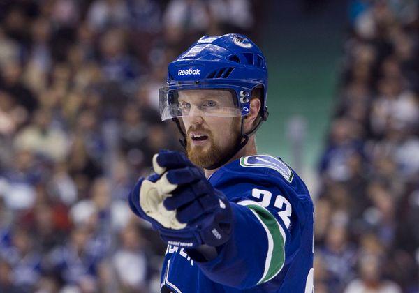 Henrik Sedin Leaves Game After Being Boarded - http://thehockeywriters.com/henrik-sedin-leaves-game-after-being-boarded/