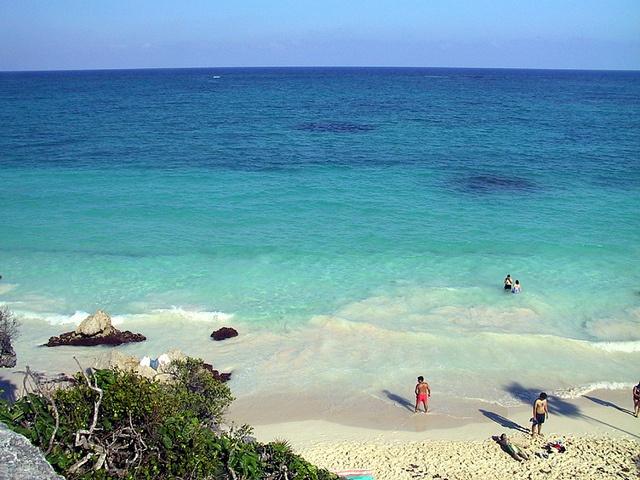 Tulum o Tuluum fue una ciudad amurallada de la cultura maya ubicada en el Estado de Quintana Roo, al sureste de M�xico, en la costa del Mar Caribe