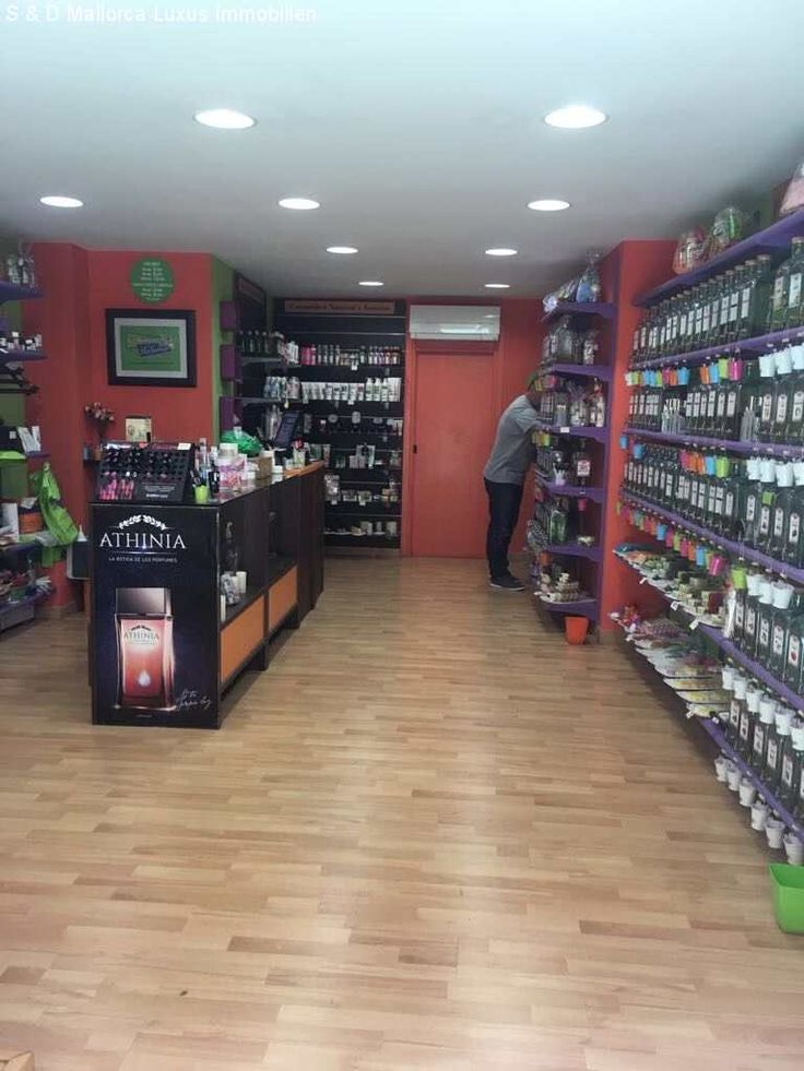 Zentrum Palma: 35m² Ladenlokal mit Toilette und Lagerraum: Das Ladenlokal verfügt über ca. 35qm sowie eine kleine Toilette und ein Lagerraum und Klimaanlage warm/kalt....