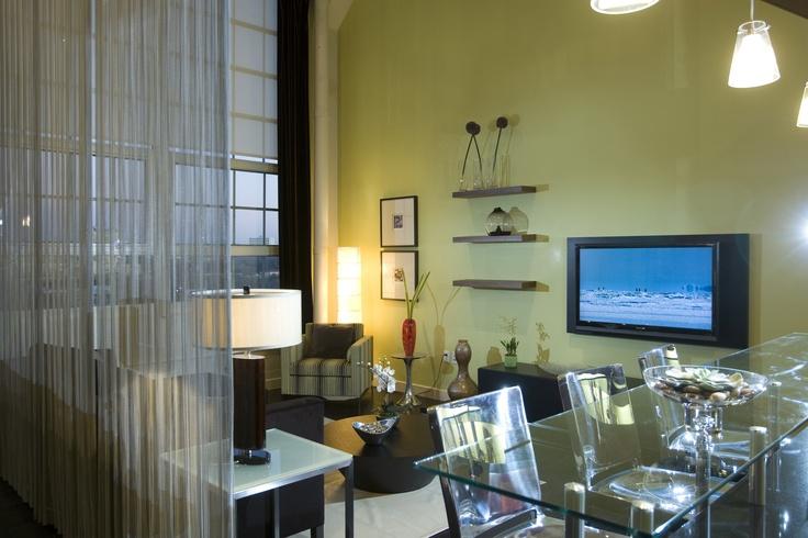 Residential living room features Cascade Coil wire mesh room - offene küche wohnzimmer abtrennen