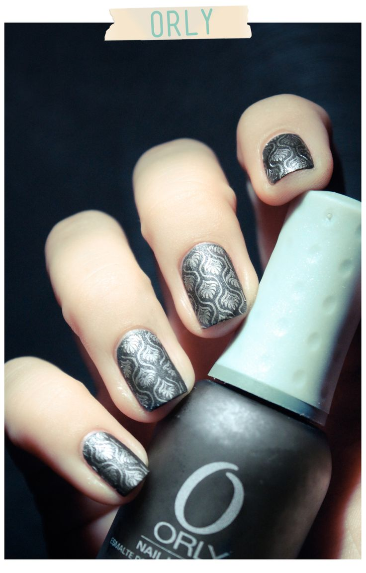 gray and silver nails