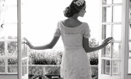 Gorgeous vintage bride gown. wow.