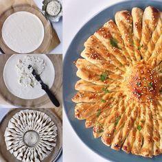 Tarte soleil gemaakt met bladerdeeg en Boursin. De strengen gevuld met Boursin zijn net zonnestralen en daar dankt deze taart zijn naam aan.