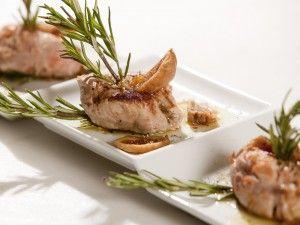 """Hoy os presentamos  """"Filetto di maiale con vino rosso di Cosenza e fichi"""" una receta de carne refinada y lujosa, perfecta para una ocasión importante o para impresionar a vuestros amigos.  ¡Difruta comiendo!"""