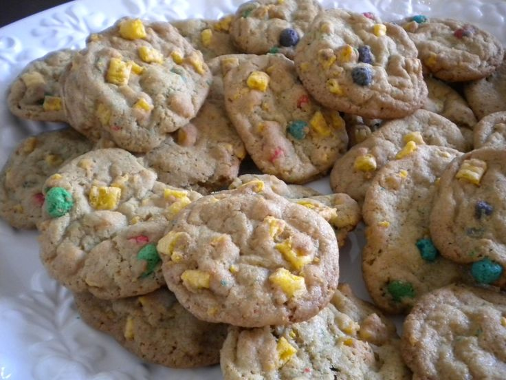 I had a Cap'n Crunch cookie for the first time today, and wow, it was amazing.  Found this recipe and I can't wait to try it!