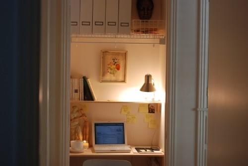 closet deskDesks Area, Closets Offices, Offices Design, Closets Design, Offices Spaces, Small Offices, Small Closets, Closets Desks, Home Offices