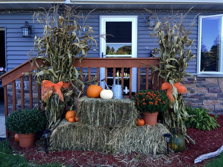 Use hay bales, corn stalks, mums and pumpkins for your front porch decorations!