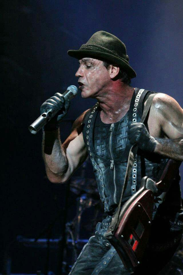 Rammstein's Til Lindemann singing Seemann.