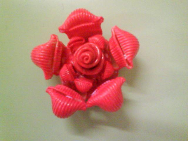 Rosa amb galets. Escola L'Antina