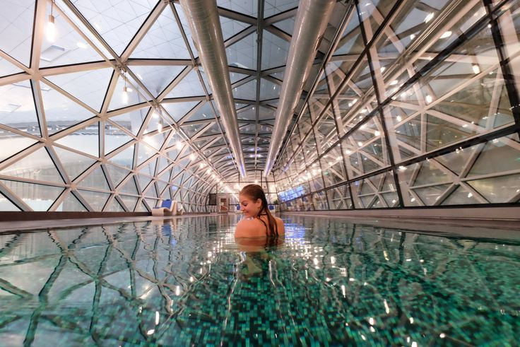 How to get good solo photos - have the shot prepared, then explain it and show examples to another. ask for help. Hamad International Airport