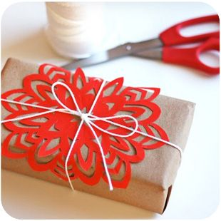 Great idea for any type of wrapping..dollies, bead garland or plain garland....instead of a bag of bows?