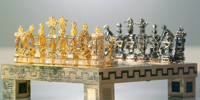 World S Most Expensive Chess Set Jewel Royale Chess Set Price 9 8 Million Steemit Chess Set Chess Chess Board