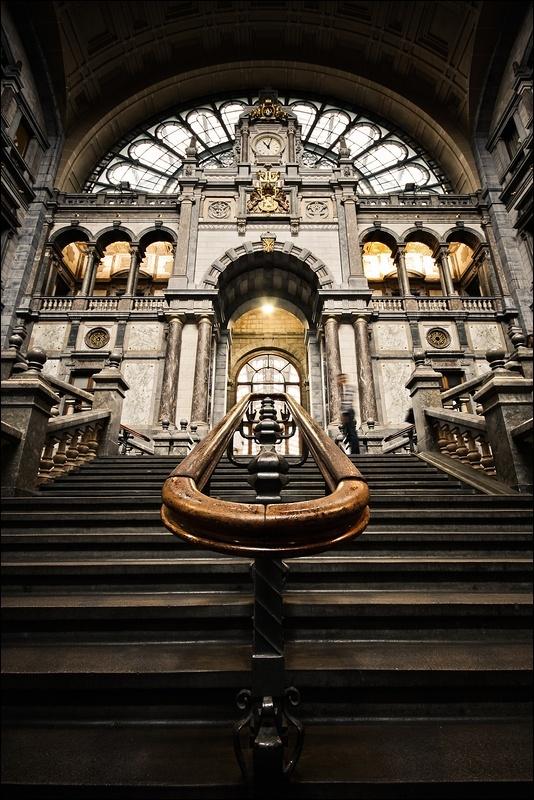 Antwerpen is een stad met veel mooie gebouwen die je niet wil missen, het Centraal Station is hier zeker een van. Daar zijn veel mensen zich van bewust, als je binnen komt lopen in de inkomhal  zal je altijd mensen zien die foto's van dit prachtige gebouw aan het maken zijn. Een aantal weken geleden was ik ook één van deze mensen.