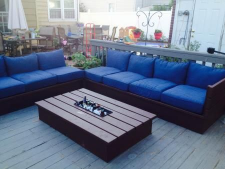 Pallet style outdoor platform sectional (variation) with patio table | Do It Yourself Home Projects from Ana White