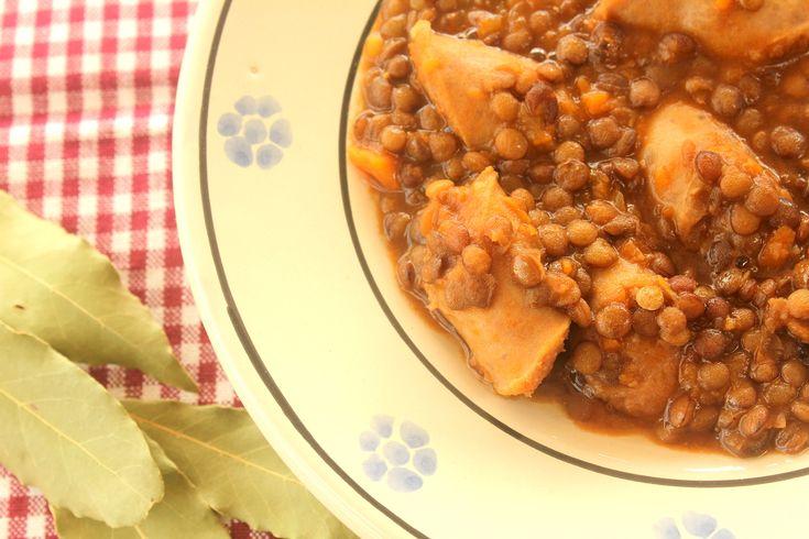 La ricetta lenticchie e salsiccia Bimby è una ricetta invernale economica, facile e veloce.