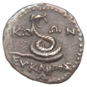Emidracma - argento - Kos, Grecia (210-190 a.C.) - KΩI-ΩN ΕYΚΑPΠOΣ A serpente arrotolato che si solleva aprendo la bocca - Kos era la patria del medico Ippocrate (460-377 a.C.) e il serpente arrotolato o il caduceo di Mercurio i suoi simboli - Münzkabinett Berlin