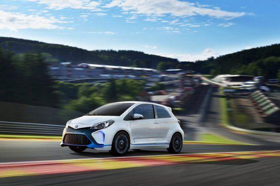 Auto #eléctrico pensados para las carreras. http://www.fundamenta.cl/vive/toyota-yaris-hybrid-r/